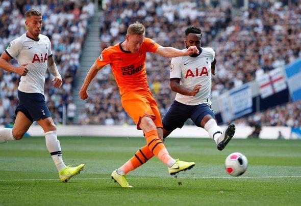 Man United fans react to Longstaff display in Tottenham v Newcastle