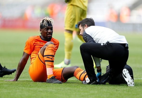 Saint-Maximin undergoes scan on hamstring injury