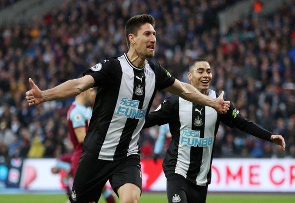Fernandez wants contract talks