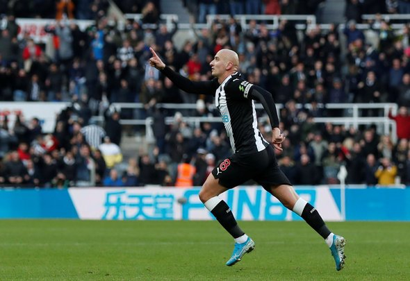 Shelvey urges Newcastle to hand him new contract